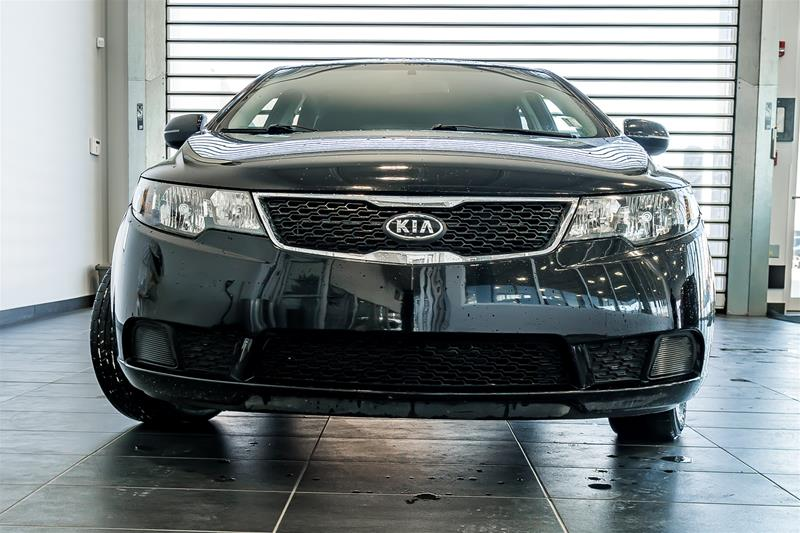 Pre-Owned 2011 Kia Forte 5-Dr